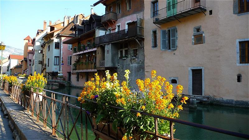 Häuser der Altstadt am Quai de l'Èvêchè