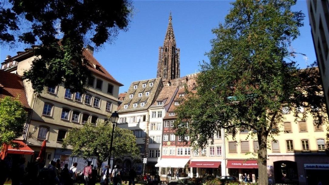 Langsam nähern wir uns dem Place de la Cathédrale