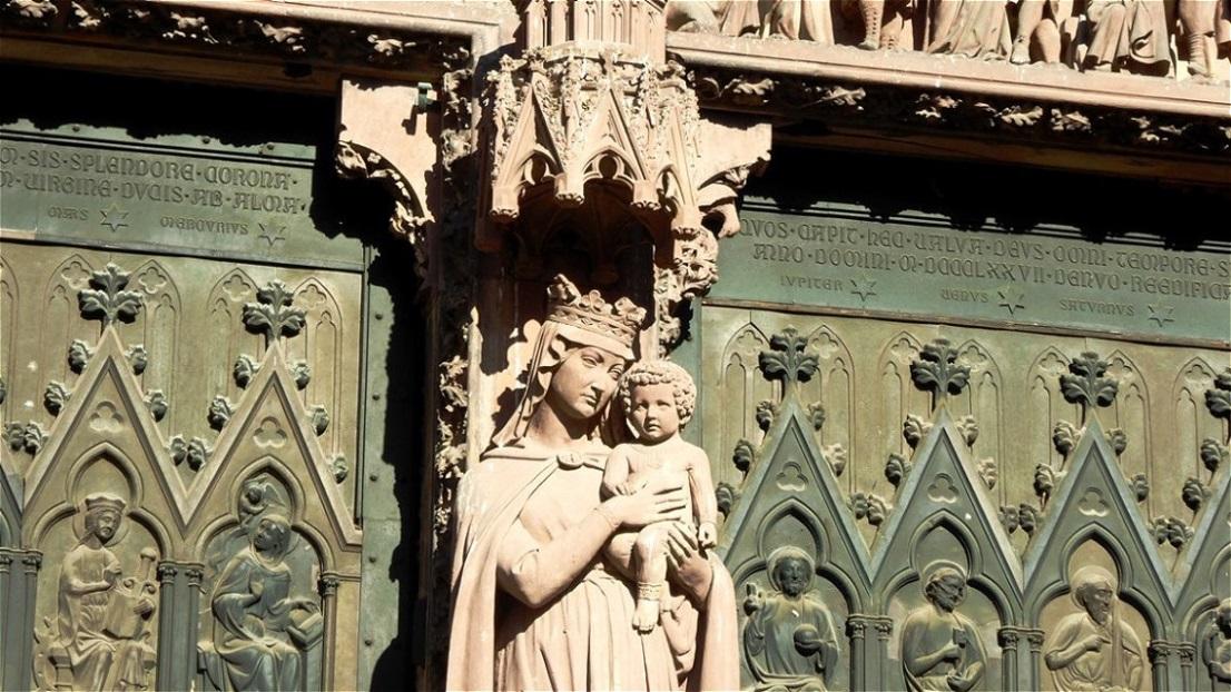 """Detail der Westfassade - """"La Notre Dame"""""""