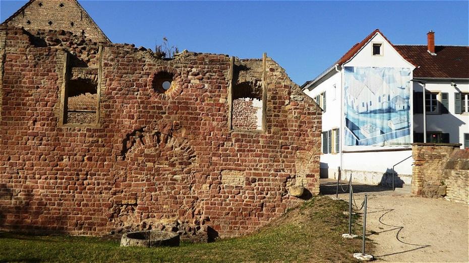 Jüdisches Erbe - zwischen 1084 und 1349 entfaltete sich in Speyer ein reiches jüdisches Gemeindeleben. Steinerne Zeugen dieser Vergangenheit sind die Ruine der Synagoge