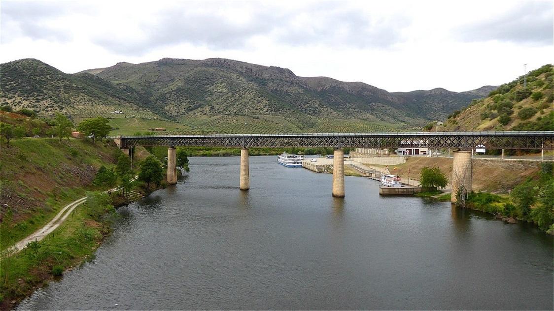 Die Brücke über den Río Águeda verbindet Spanien mit Portugal.