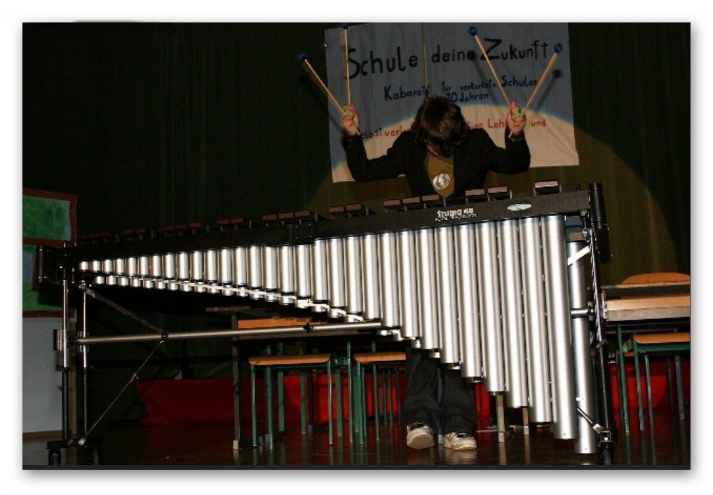 Schüler David Schinwald als Solist am Marimbaphon
