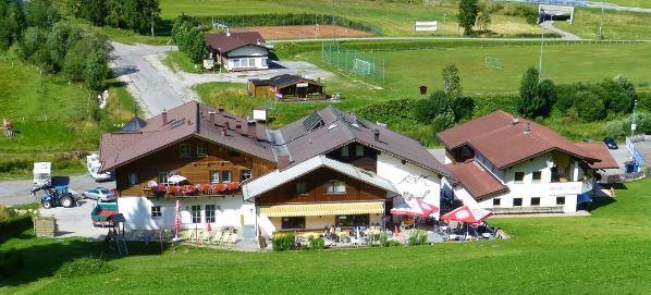 https://0501.nccdn.net/4_2/000/000/076/de9/ausblick_skilift_auf_terrasse.JPG