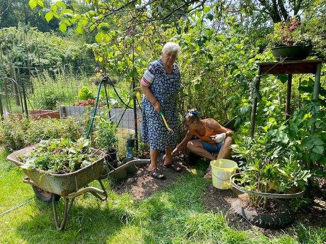 Hilfe bei der Gartenarbeit ist sehr gefragt. Das gibt Motivation und Zuversicht.