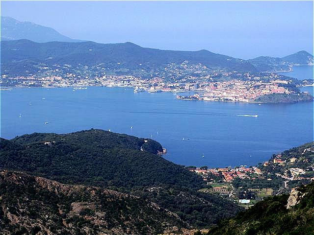 Blick über die Bucht von Portoferraio Dieser herrliche Ausblick begleitete uns über einen Großteil der Wanderung