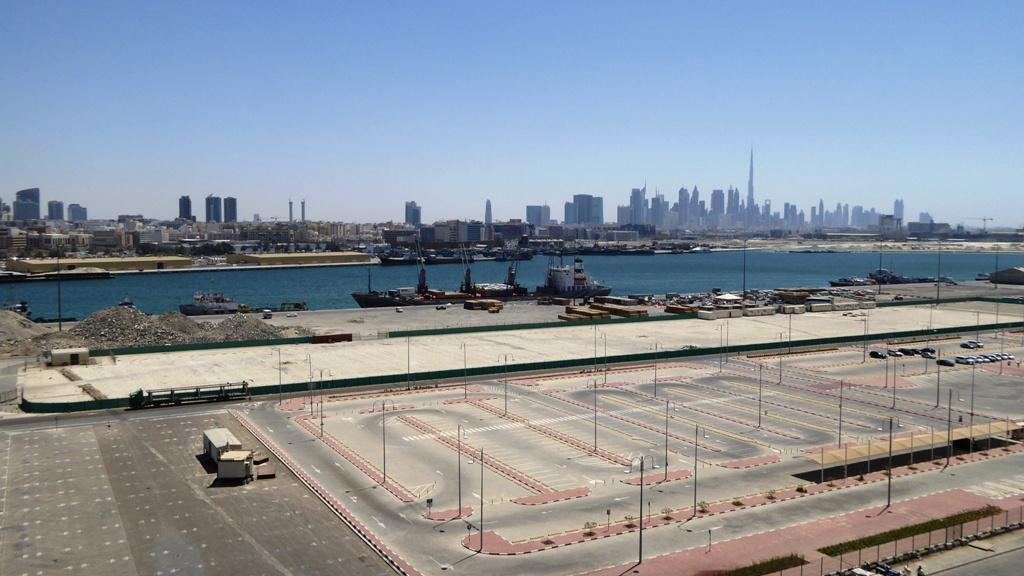 """Port Rashid"" mit Dubai Skyline"
