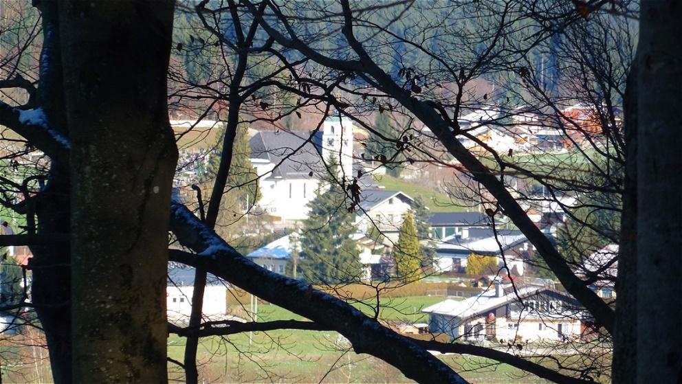 Blick vom Moränenkamm zur Lourdeskirche