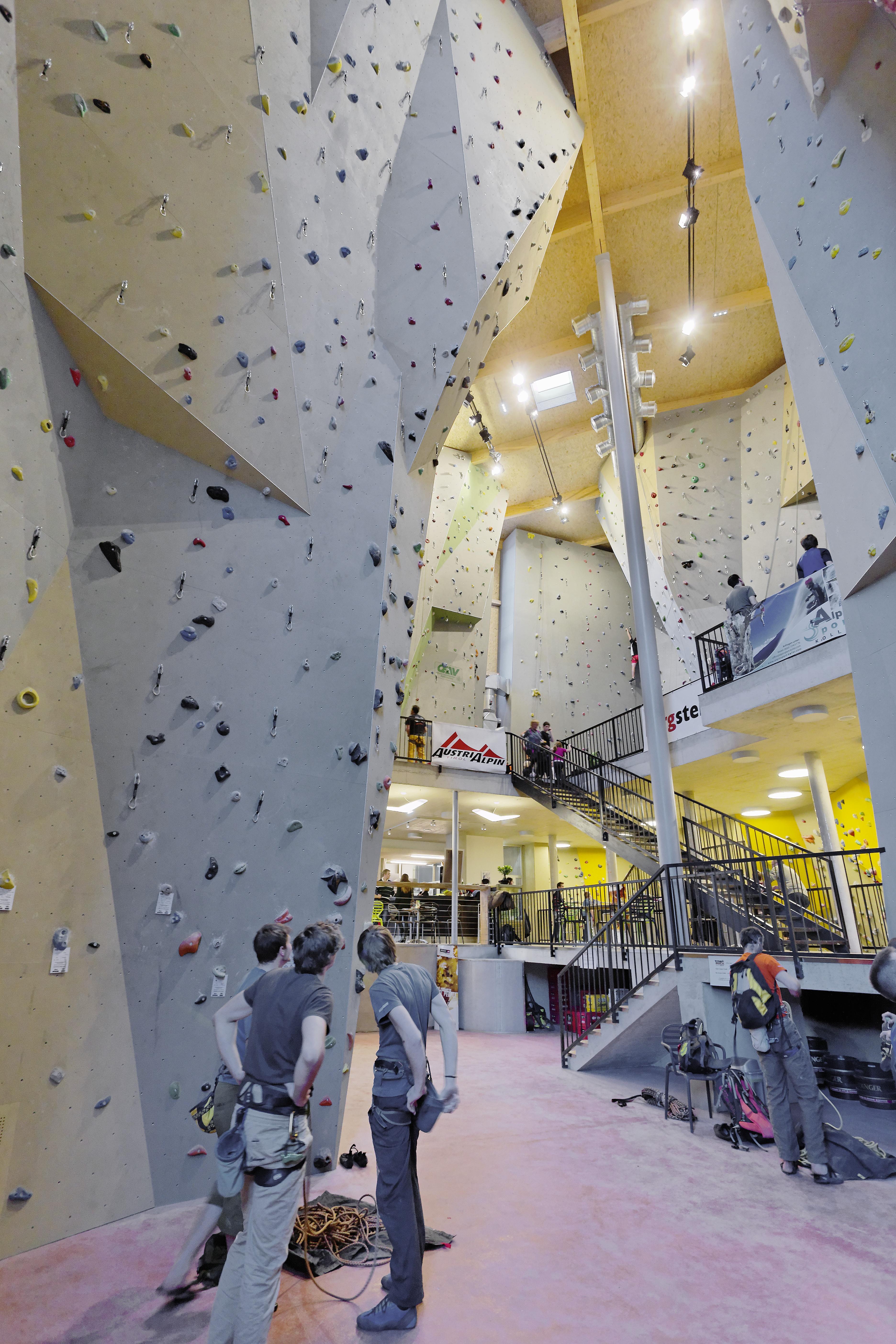 https://0501.nccdn.net/4_2/000/000/07a/dbb/LAGGNER-SUNTINGER---072---kletterhalle-m--hldorf-3744x5616.jpg