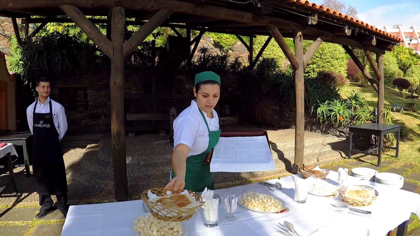 Brot und Käse wird serviert !