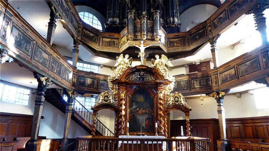 """Das """"prunkvolle"""" Innere der protestantischen Dreifaltigkeitskirche"""