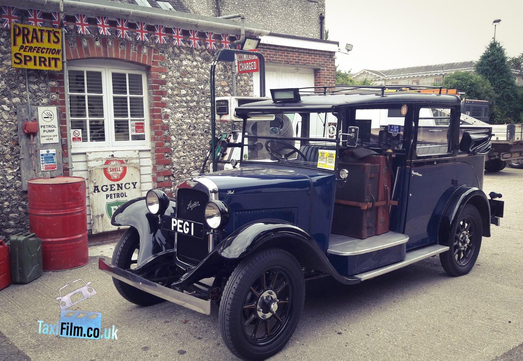 Blue / Black Austin London Taxi 1937, Low Loader, Dunstable ref B0303