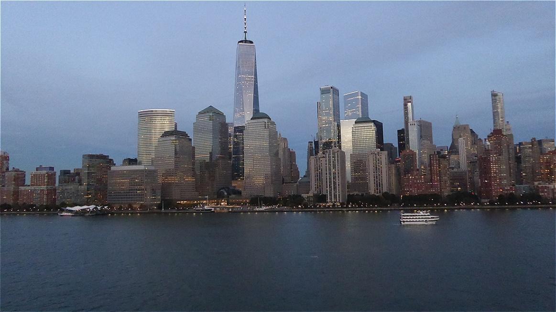 Auf dem als Ground Zero bekannten Gelände wurde ab 2006 ein neues Welthandelszentrum errichtet, das sechs Wolkenkratzer umfasst