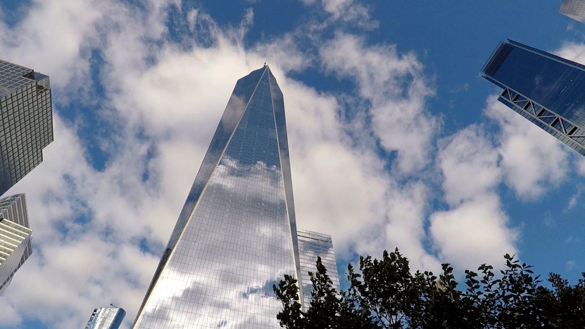 Das One World Trade Center, abgekürzt 1 WTC, ist ein Super-Wolkenkratzer in New York City und das höchste Gebäude der Stadt.