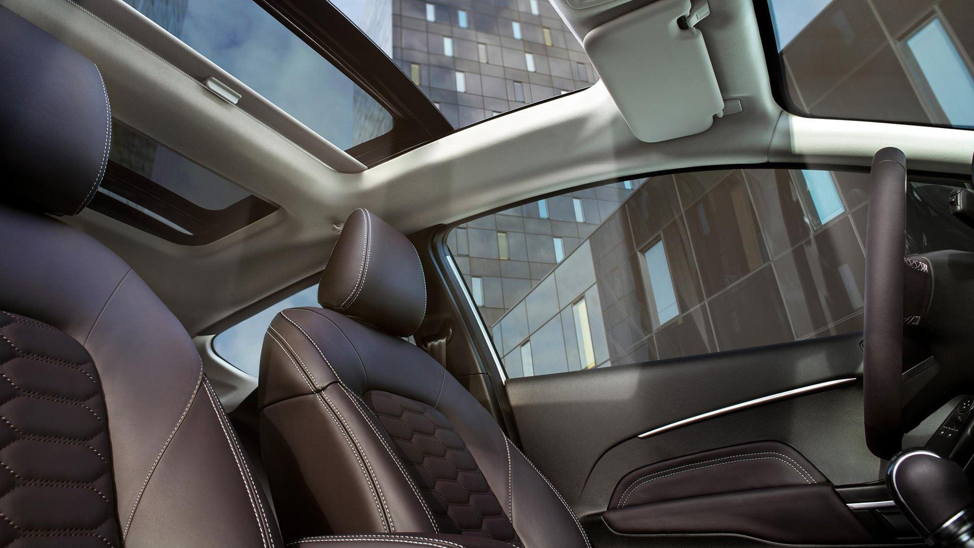 https://0501.nccdn.net/4_2/000/000/07f/5ee/Nova-Ford-Fiesta-Active-Crossover-Notranjost-3-1920x1081.jpg