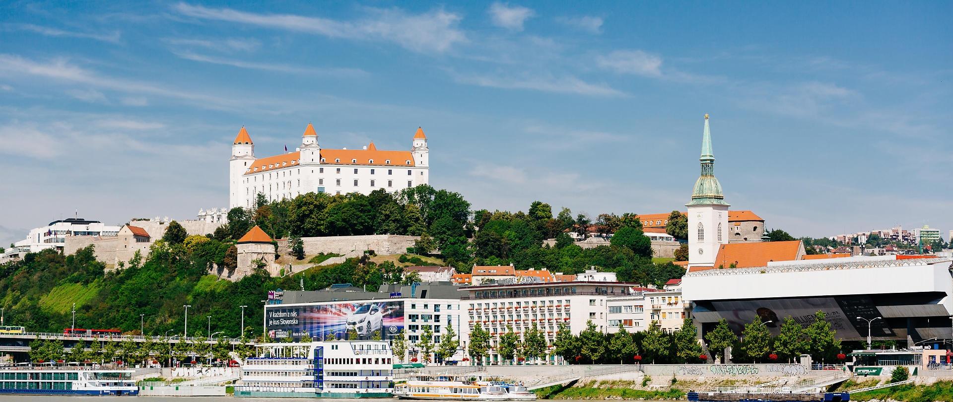 https://0501.nccdn.net/4_2/000/000/082/8ea/Bratislava_Tagesausflug_inkl._Schifffahrt__c__Vienna_Sightseeing_Tours_-_Bernhard_Luck-1920x810.jpg
