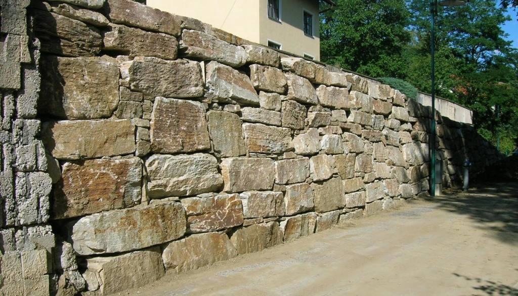 https://0501.nccdn.net/4_2/000/000/082/8ea/Wurfsteinmauer--6--1024x585.jpg