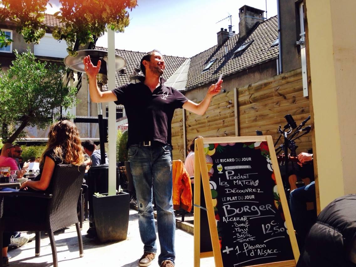Raph, patron of the Alcazar Bar for his music taste !