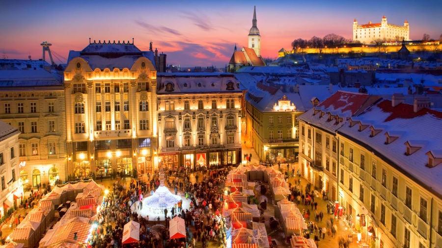 https://0501.nccdn.net/4_2/000/000/084/68b/http_-2F-2Fcdn.cnn.com-2Fcnnnext-2Fdam-2Fassets-2F180227172731-places-to-visit-in-slovakia---bratislava-3---slovakia-tourist-board-900x506.jpg