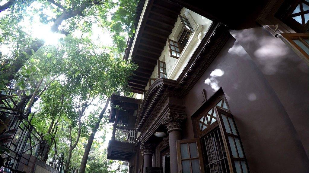 Ghandis Wohnhaus Das Hauptquartier Ghandis von 1917 bis 1934 in Mumbai. Eindrucksvoll erklärt die kleine Ausstellung das Leben des Freiheitskämpfers.