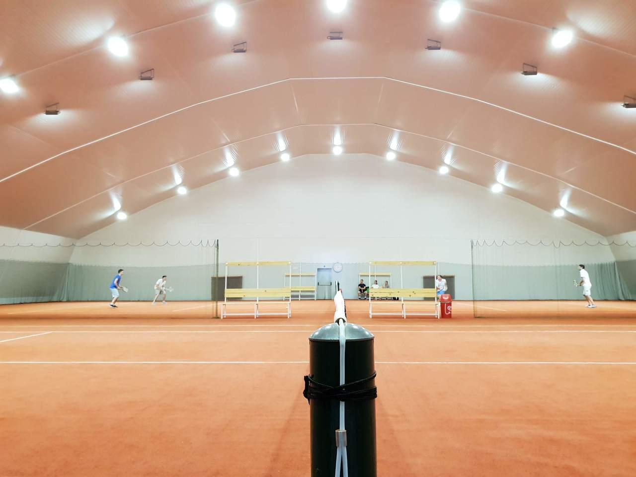 Tenis igrišče v dvorani