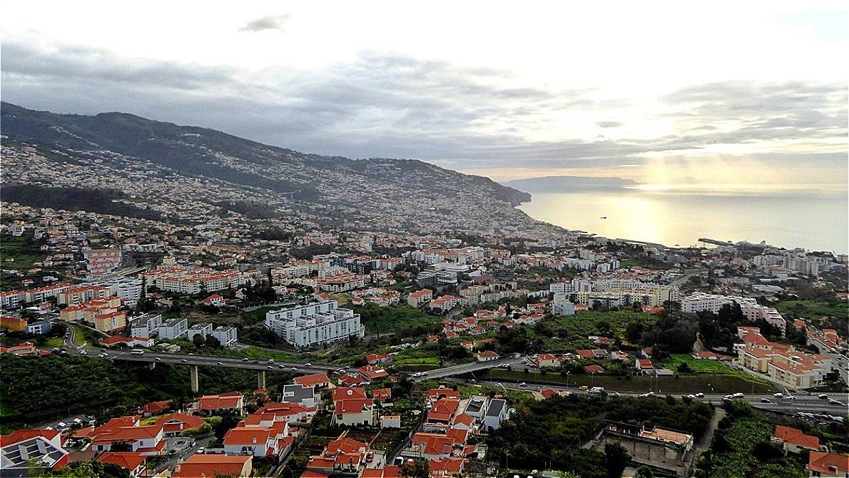 """""""Miradouro Pico dos Barcelos"""" - Tiefblick auf Funchal"""