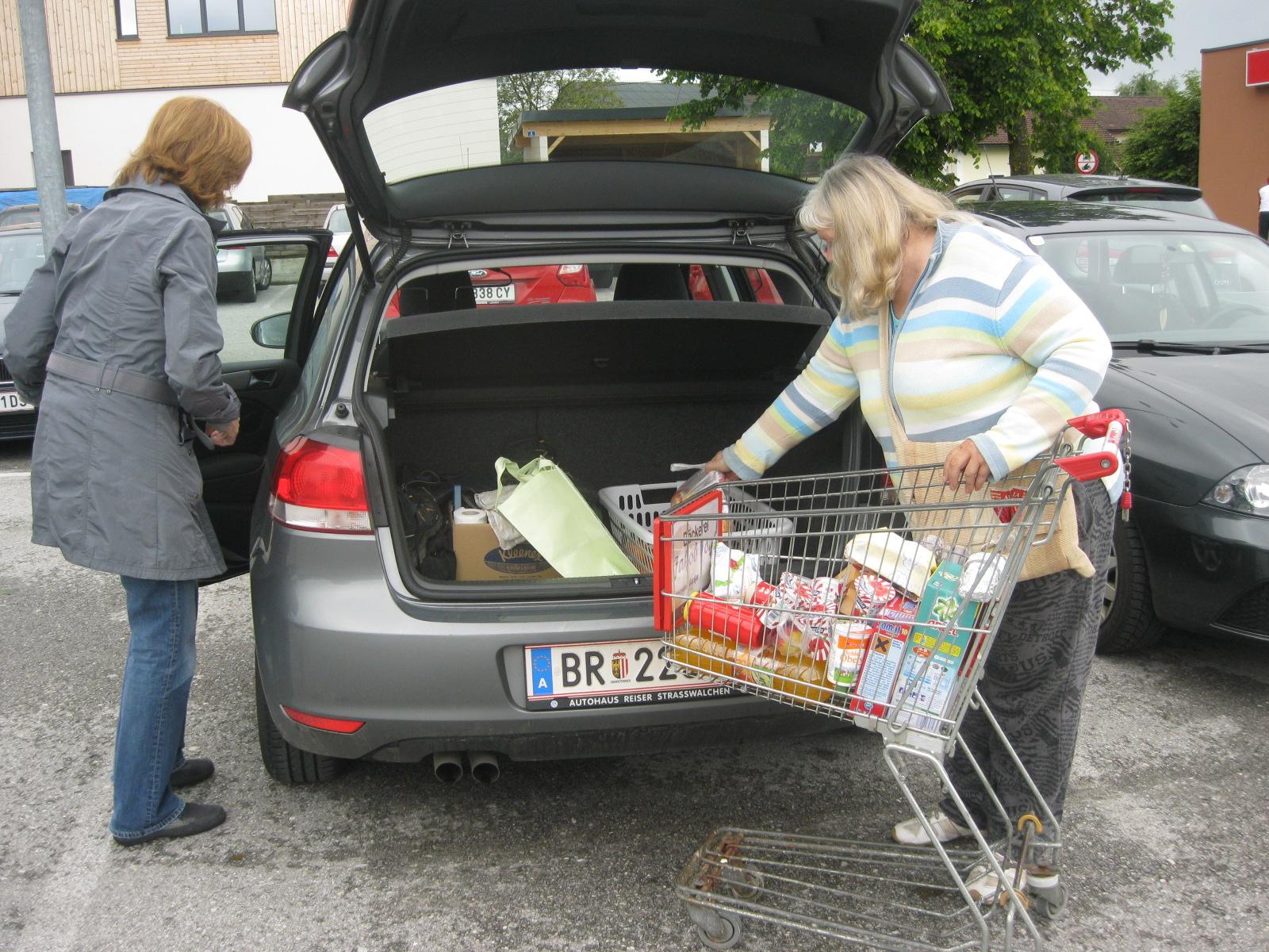 Fahrdienst zum Einkaufen. In Lengau gibt es leider kein Geschäft mehr.