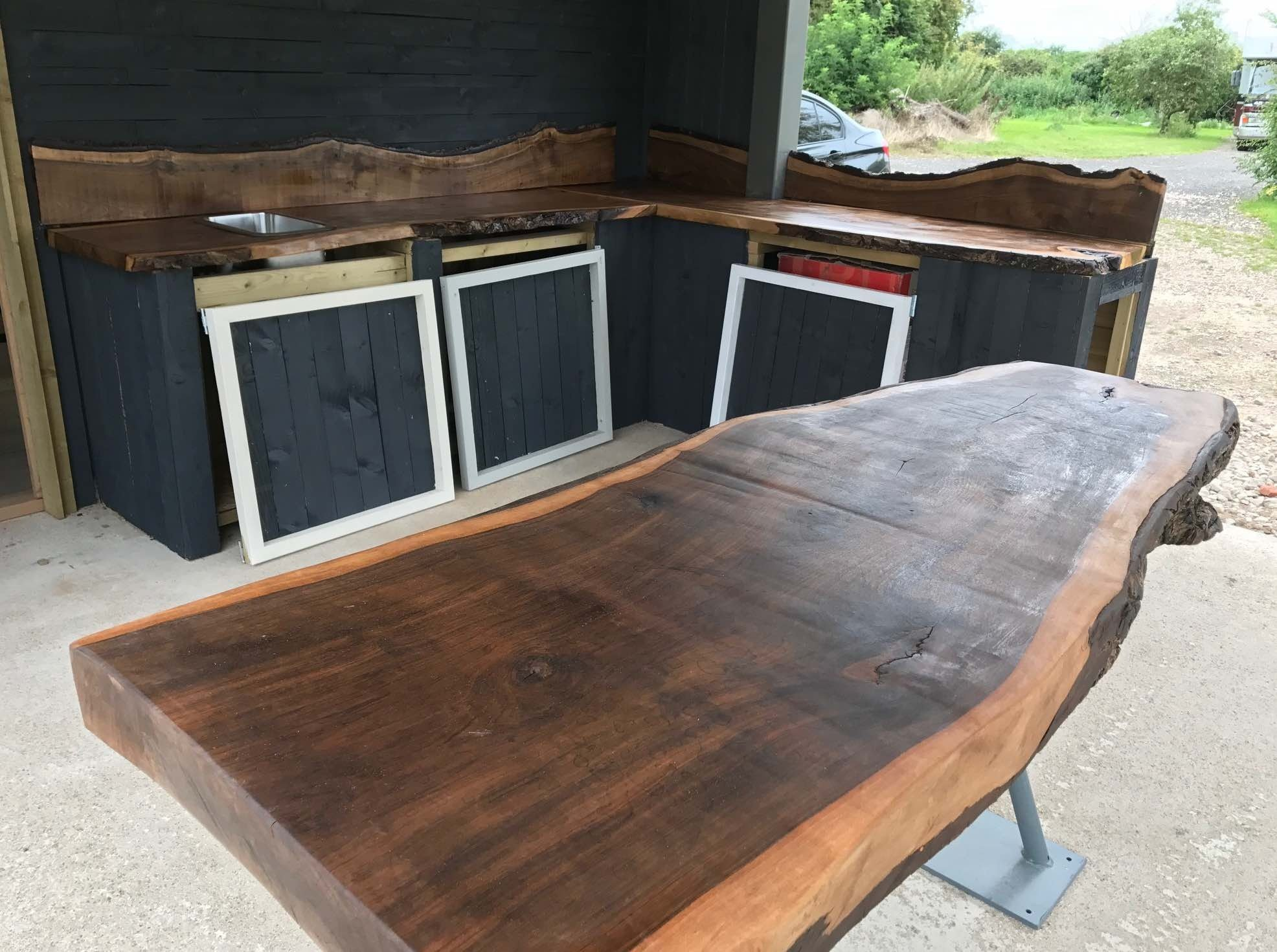 https://0501.nccdn.net/4_2/000/000/08a/ee5/Walnut-worksurface-1972x1471.jpg