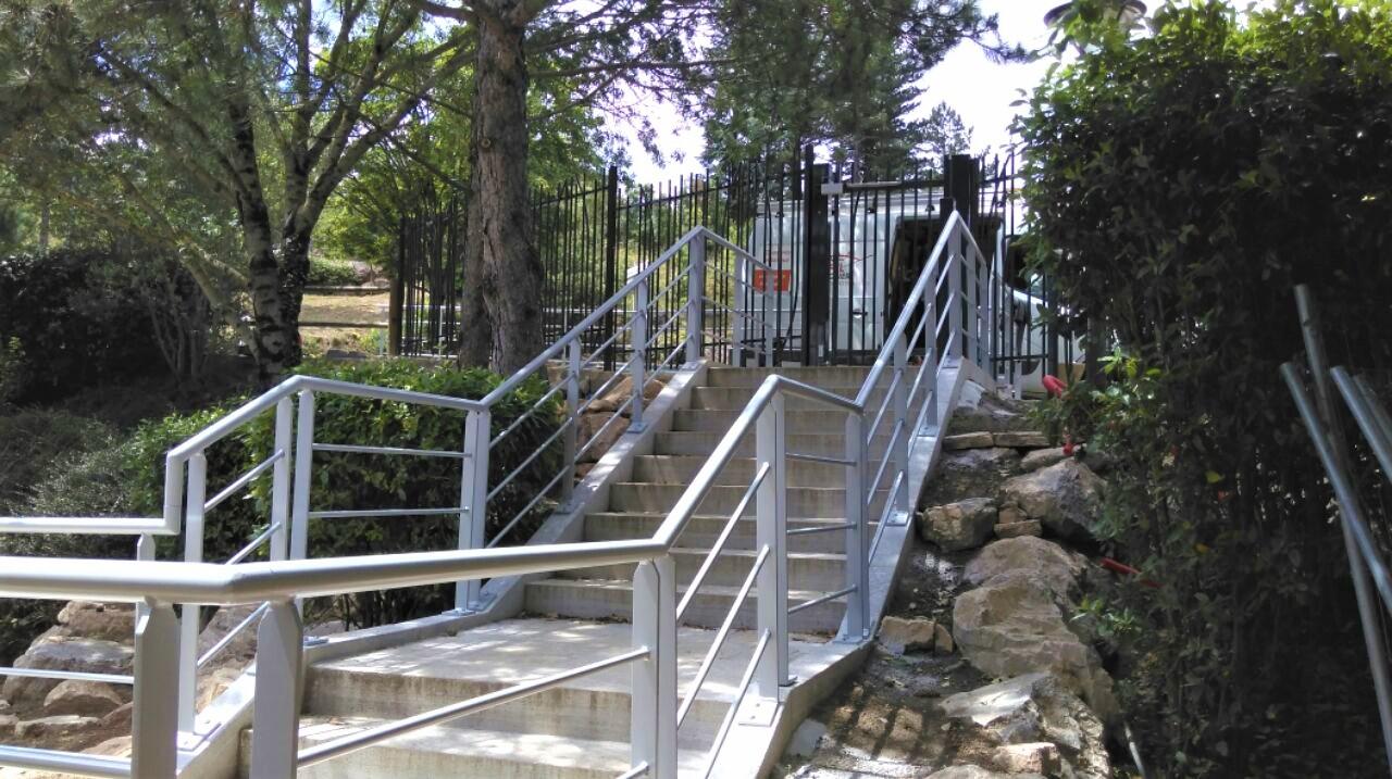 https://0501.nccdn.net/4_2/000/000/08b/584/escalier-avene-2.jpg